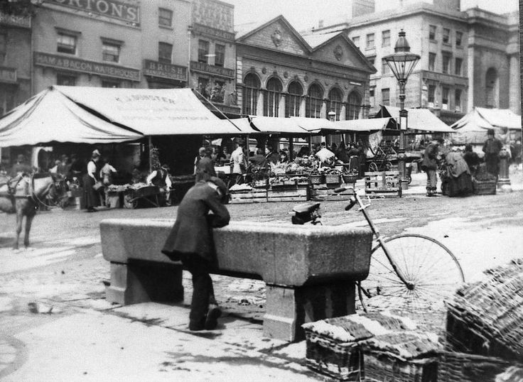 The Bull Ring in the early 1900s, with the old Fish Market and Market Hall on the left © @birminghampost