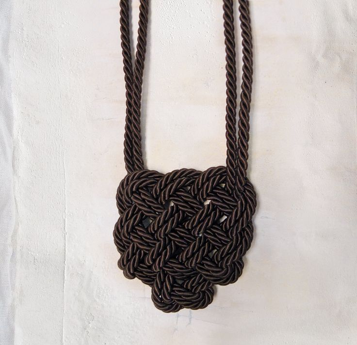 Necklace with Celtic heart - double knot di AlmaLadra su Etsy