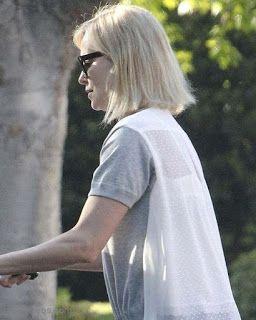 海外セレブスナップ | Celebrity Style: 【シャーリーズ・セロン】パッツンなミディアムヘアにチェンジ!さわやかカジュアルスタイルでお出かけ!