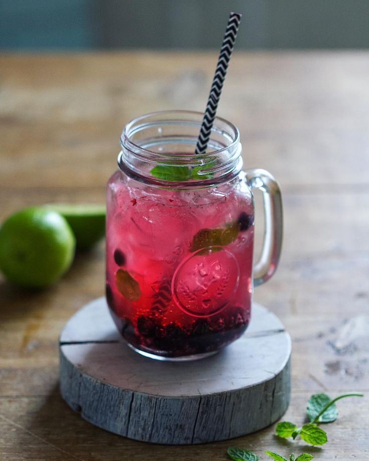 Mocktail with lime & cranberry