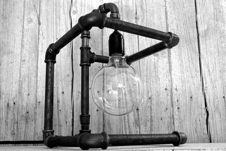 N°004 : Lampe à poser style industriel, steampunk, ampoule à filaments apparents. Unique et étonnant : Luminaires par by-pier