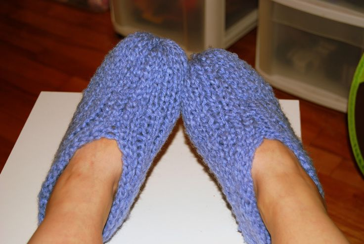 Easy Round Loom Knitting Ideas : Loom knitting slippers tricotiner des