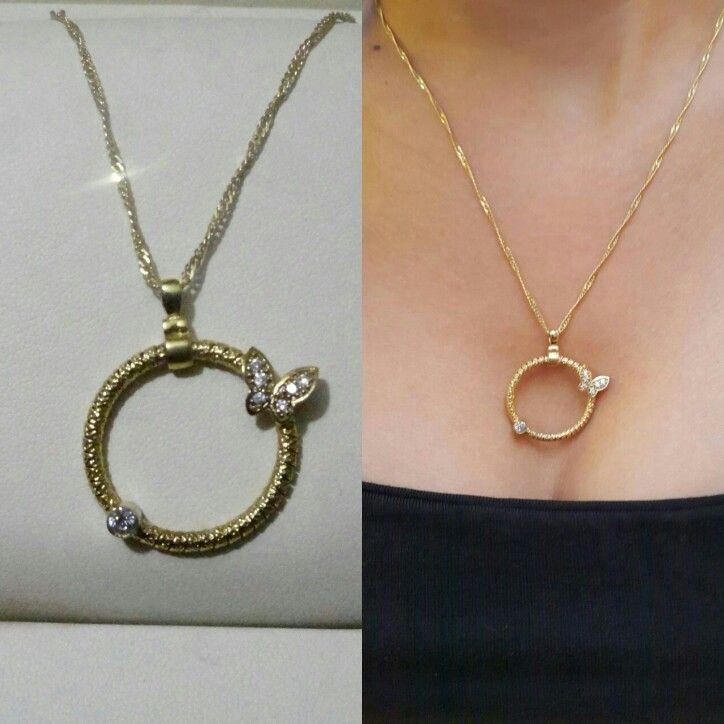 Halka ya da çember aşkın, sonsuzluğun, tekrar eden iyi ve güzel şeylerin sembolü. Ve çemberin üzerinde zarifçe konmuş bir kelebek ve tek bir taş. Özellikler: 925 ayar Gümüş üzeri Altın kaplama rodaj yapılmıştır + Taşları zirkondur  #kolye #necklace #silver #gumus #gümüş #taki #takı #takitasarim #takıtasarım #jewelry #silverjewelry #aksesuar #accessories #accesoriesfashion #accessory #kadin #moda #fashion #trend #kelebek #butterfly