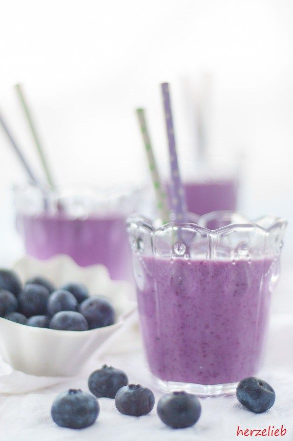 Ein Rezept für einen leckereren und erfrischenden Blaubeermuffin-Smoothie
