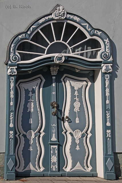 These are the entrance doors to a grand patrician villa, built in 1656, that houses a museum in Germany.   ..rh