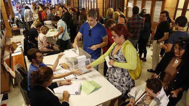 Votaciones en l'Escola Industrial de Barcelona.