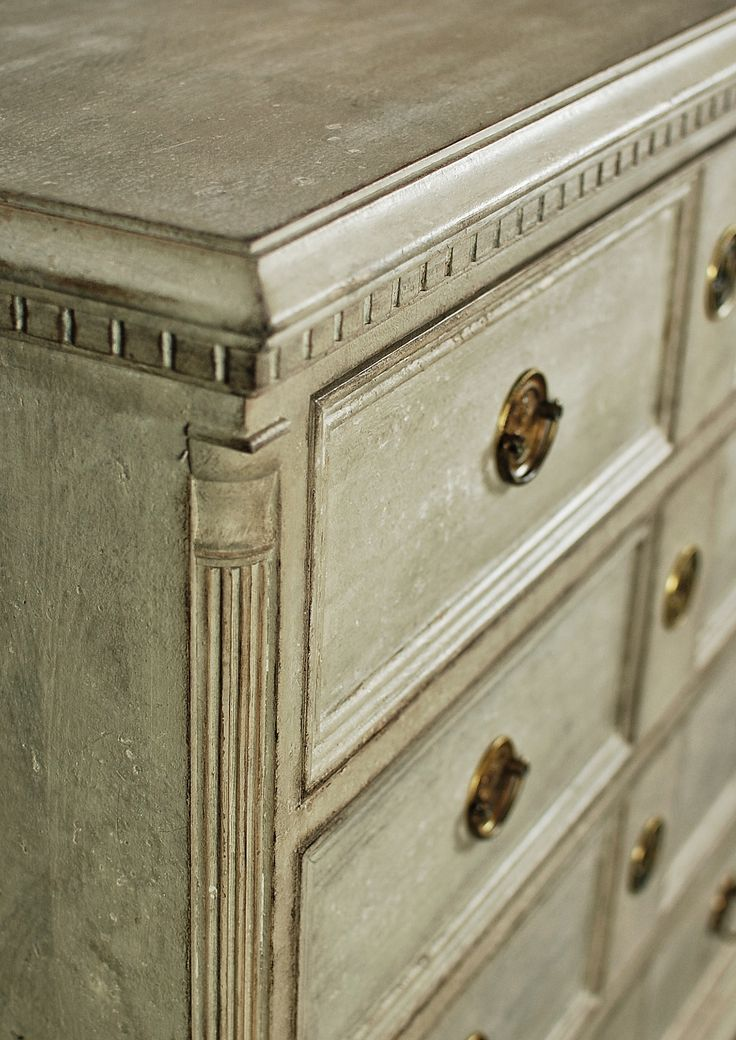 Detail of gustavian chest of drawers from Roos&Co. #gustavian reproduction #swedish style