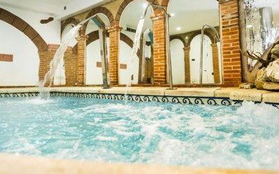 Casa rural en Salamanca la Chirumba, 5 km a Salamanca, vivienda de lujo con encanto, piscina climatizada, spa, jacuzzi, chimenea, bodega, para tus escapadas