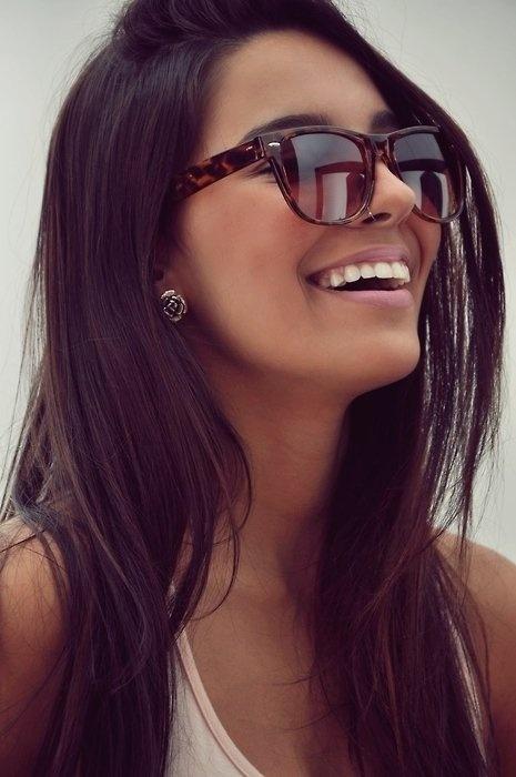 brunette. white teefers. nose ring. nude lips. tan tan tan. love it.