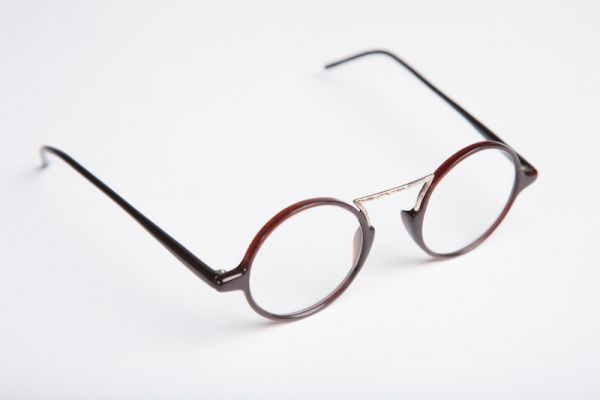 Iata cateva metode care vor remedia aspectul lentilelor zgariate de la ochelarii de vedere. #Femei #Fashion pe AflaCum.ro