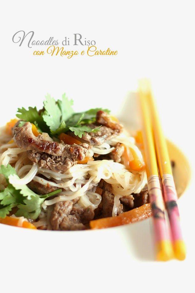Noodles di riso saltati con Manzo e Carotine | A Thai Pianist