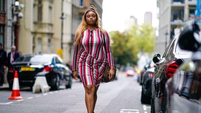 Mode für mollige, sommerliche Frauen, kariertes K…