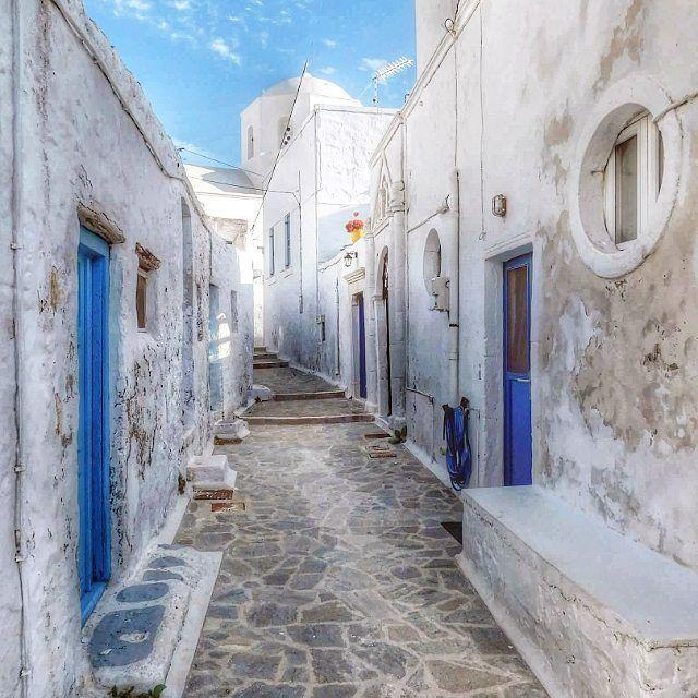 "Plaka, Kyklades, Greece...""Γιατί στις δροσοστάλες των μικρών πραγμάτων,η καρδιά βρίσκει την καινούργια αυγή της και ξανανιώνει..""Gibran  #great_captures_greece #urban_greece #igers_greece #kings_greece #wu_greece #travel_greece #streetart_addiction #travel_drops"