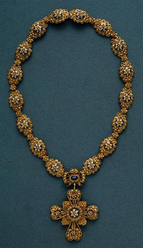 Portuguese necklace in gold filigree and enamel, 19th century