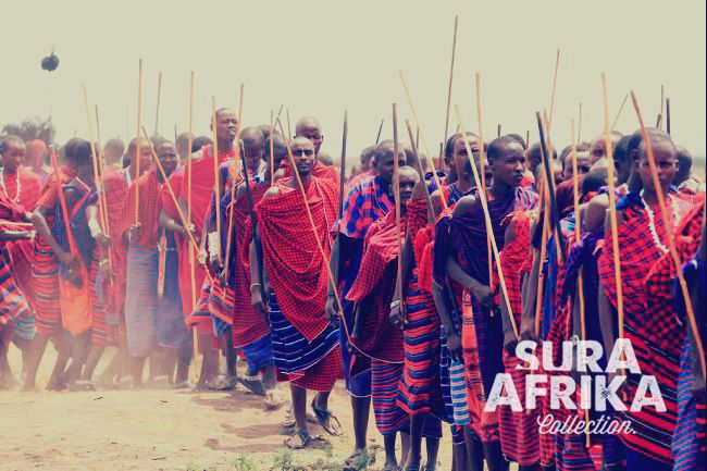 Amezing picture of a Maasai group with traditional ethnic clothing and a lance for hunting. #SuraAfrika luxury travels everywhere. #luxurysafaricamps #Maasai #Africa #explorers
