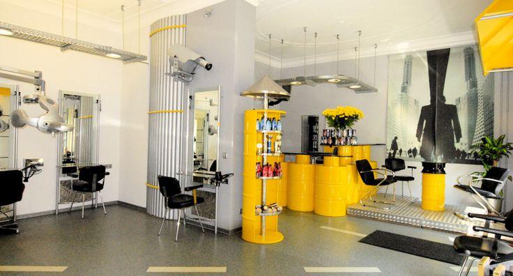 Erleben Sie Ihren perfekten Beauty-Tag in der Hair Factory Berlin! Das kompetente Team von Hair Factory verwöhnt Sie mit einer Behandlung von Kopf bis Fuß!