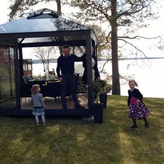 Lucia-Lasipaviljonki sopii hyvin monenlaiseen käyttöön viihtyisästä oleskelutilasta ja  huvimajasta vierashuoneeksi, työhuoneeksi, neuvottelutilaksi jne.. Miten sinä käytät tai käyttäisit? #huvimaja #lasihuone #terassi #vierashuone #glasspavilion #glasshouse #lucialasipaviljonki www.lasipaviljonki.fi www.glass-gazebo.com