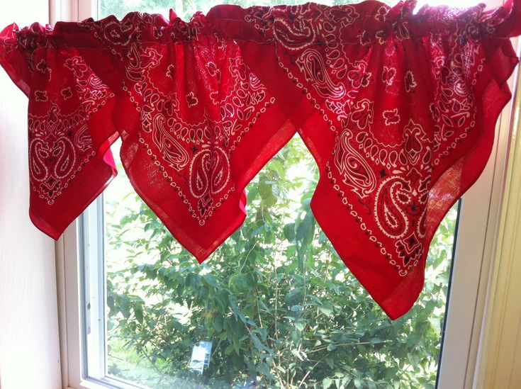 Bandana valance to complete a cowboy room.