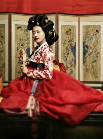 Hanbok que sale en la pelicla Hwang Jin-Yi (actriz Ha Ji-Won) las Giseng llevaban la moda de la epoca...