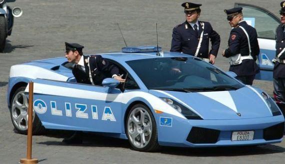 Roma-L'Aquila in un'ora con Lamborghini della Polizia: trasportava un rene. Trapianto OK