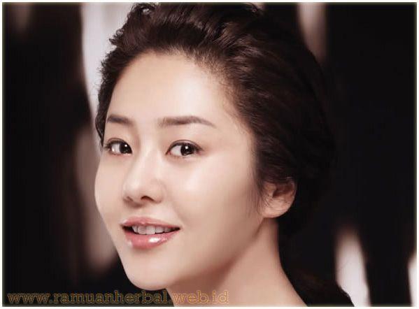 Rahasia Kecantikan Ala Aktris Korea Go Hyun-Jung  Korea terkenal akan kulit halus dan bercahaya yang mereka miliki. Korea menempati tempat yang paling menonjol dalam dunia kecantikan. Go Hyung-Jung adalah aktris Korea & Model yang bahkan di usia 40-an ia masih memiliki kulit yang bercahaya, memikat & sempurna. Cahaya yang dipancarkan kulitnya membuat iri para remaja.  http://www.ramuanherbal.web.id/rahasia-kecantikan-ala-aktris-korea-go-hyun-jung/