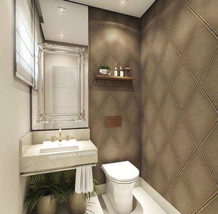 Lavabo por Carol Cantelli. Papel de parede imitando couro.