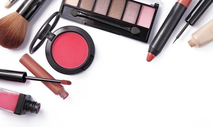 10 Produk dan Alat Makeup yang Perlu Dimiliki Pemula