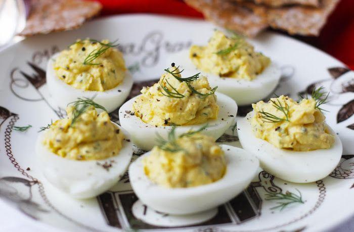 lilla matdériven: Ägghalvor med senapsröra aka Deviled Eggs