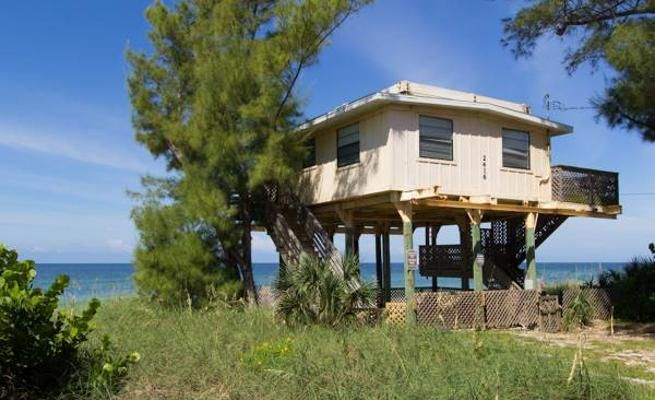 Unique, 3-Bedroom Home with Screened Lanai -VaycayHero