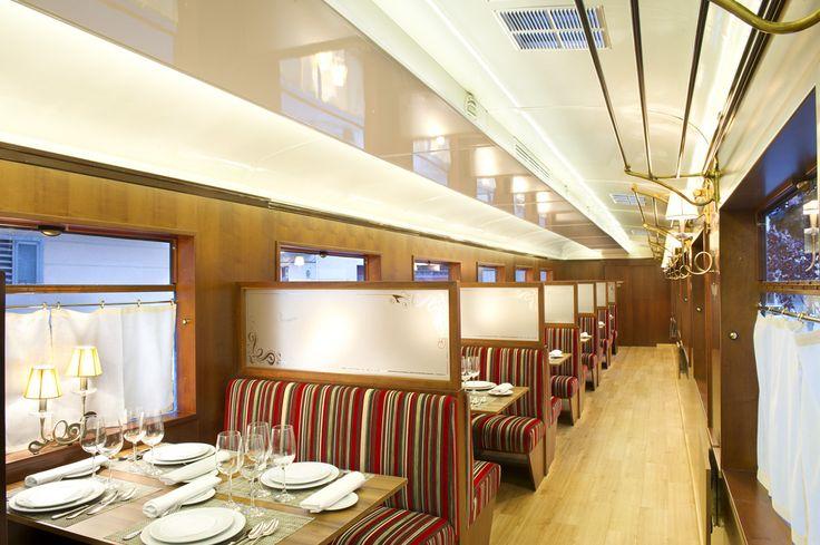 Interior vagón, capacidad para 24 comensales.