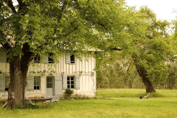 Autrefois, les maisons landaises, du moins celle des meuniers, étaient faites en torchis mélange d'argile et d'aiguilles de pin qui possédait de grandes vertus thermiques.