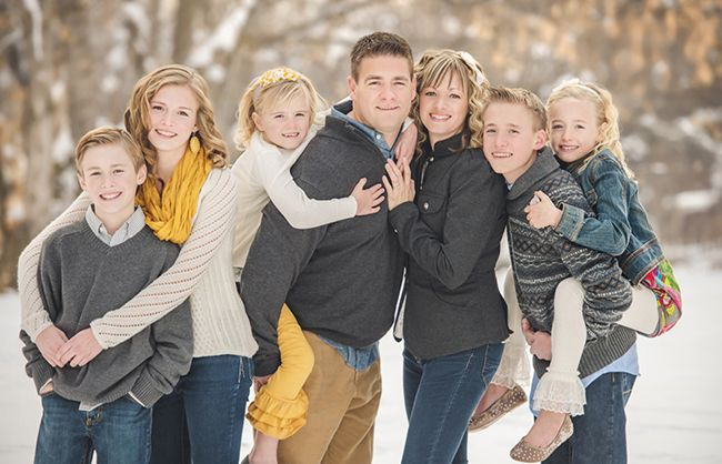 Family Picture Pose Ideas with 5 or more Children - Capturing Joy with Kristen Duke