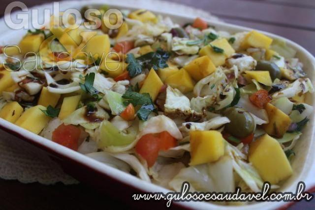 Para o #almoço temos esta deliciosa Salada de Repolho Agridoce, é colorida, nutritiva, refrescante e super fácil!    #Receita aqui: www.gulosoesaudavel.com.br/2016/10/04/salada-de-repolho-agridoce/