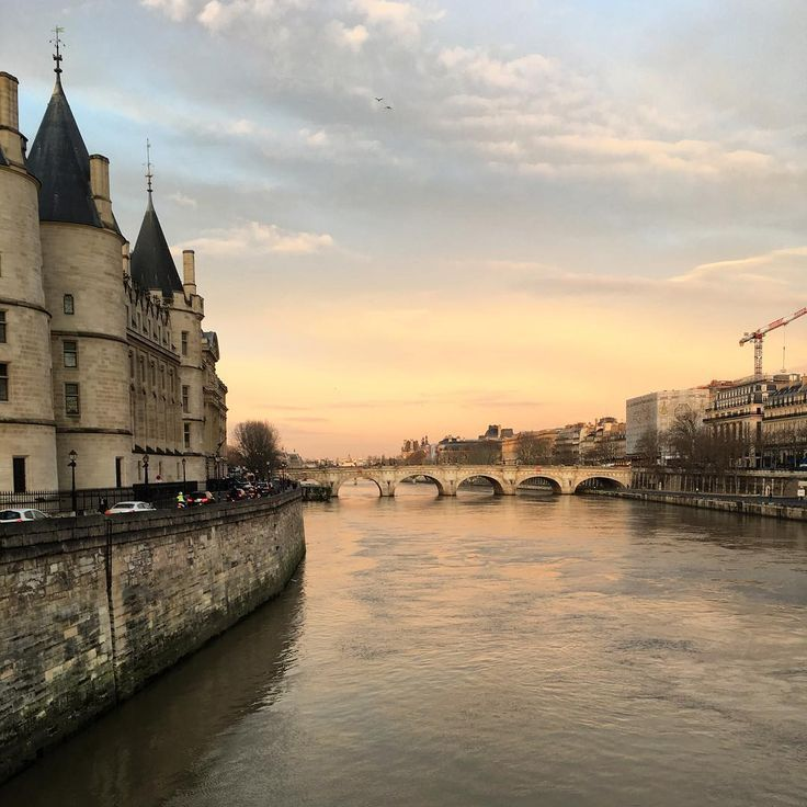 Paris in the morning #Paris #Conciergerie #Seine