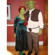 Fiona e Shrek  http://www.lagravidanza.net/costumi-di-carnevale-in-coppia.html/fiona-e-shrek