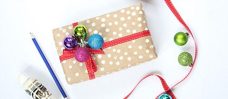 8 pomysłów na pakowanie prezentów pod choinkę