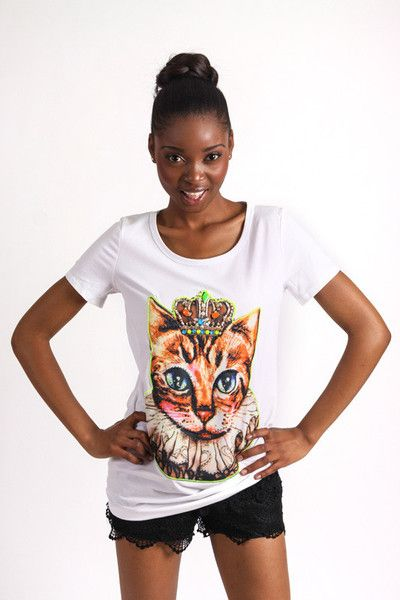 WHITE PRINCESS CAT GRAPHIC T-SHIRT R 275.00 - Stretch t-shirt material - Longer length - Round neckline - Short sleeves - Embellished cat graphic on front