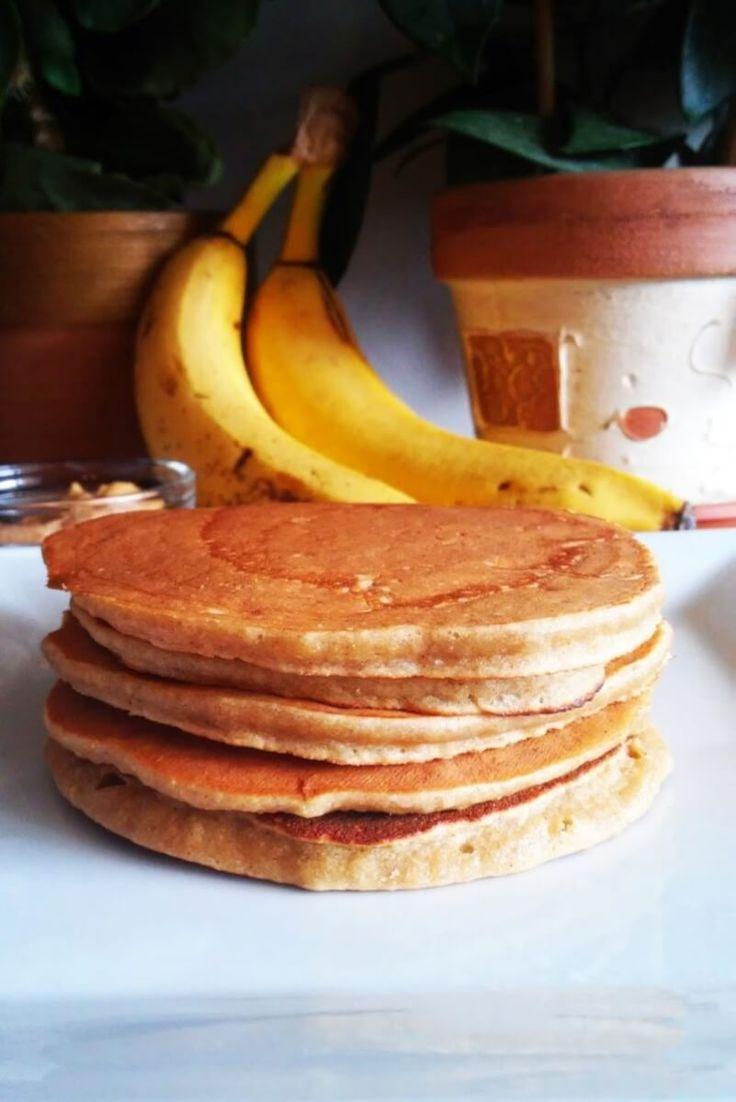 Bananowe placuszki owsiane z masłem orzechowym.