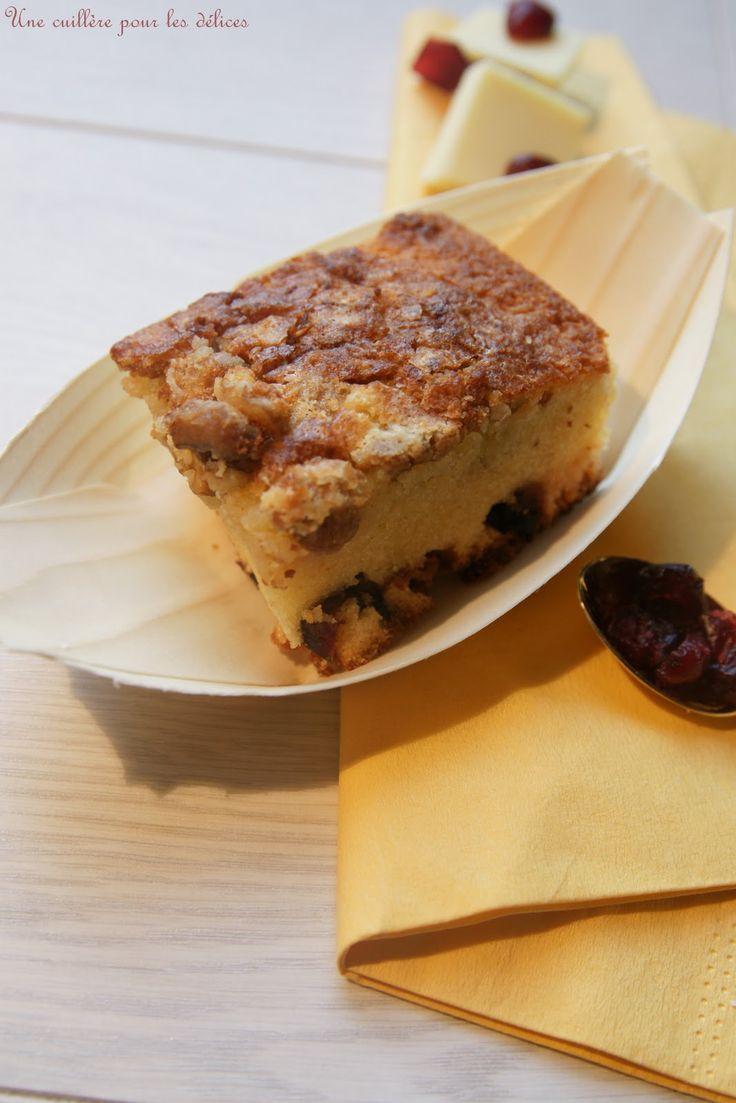 Une cuillère pour les délices ...: Brownies chocolat blanc, cranberries et noix : (C'est le dernier jour pour le KKVKVK #37)