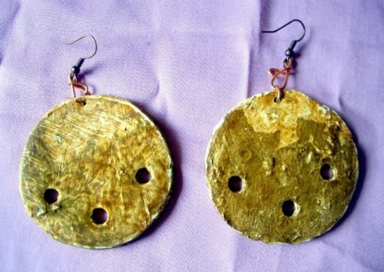 Orecchini in cartone e foglia oro http://serendipityofficinadelleidee.blogspot.it/