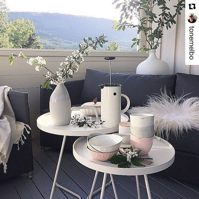 Repost from @tonemelbo ・ On-the-move side tables in a lovely setting with Diamond sofas. #caneline #canelineelements #onthemove #sidetable #design by @strandhvass #strandhvass #outdoorliving #allweatherfurniture #exterior