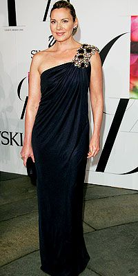 An elegant canvas for BLING....Kim Cattrall in Monique Lhuillier