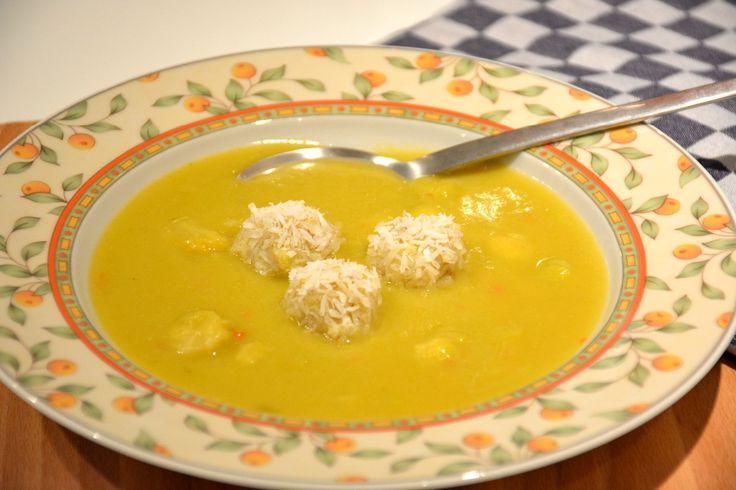 Spruitjessoep met zoete ui en rode peper :: De Voedingsapotheek Speciaal voor de kinderen met Bananen-kokosballetjes.