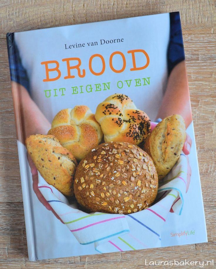 Een duidelijke en uitgebreide review van het boek Brood uit eigen oven: een zeer volledig en toegankelijk boek over brood bakken in eigen keuken.