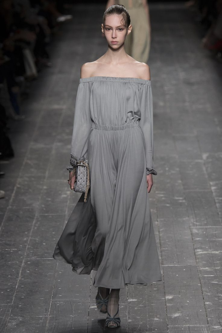 Valentino Fall 2016 Ready-to-Wear Fashion Show - Lorena Mascarini