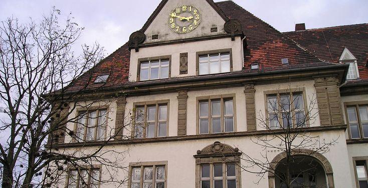 """""""Studienzentrum Bottrop der Fernuni Hagen"""" von noebse - Eigenes Werk. Lizenziert unter CC BY-SA 3.0 über Wikimedia Commons."""