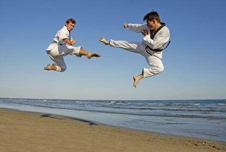 Az akaraterő, a kitartás, az előítélet-mentesség, az önuralom és a tisztelet elve mind-mind fejleszthető jellemvonás és készség, többek között ezekre is irányul a karate útmutatása.