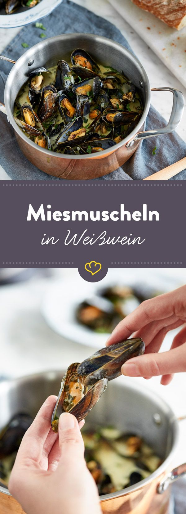 Aromatische Miesmuscheln und ein gutes Baguette, um die leckere Weißweinsauce aufzutunken: Mehr braucht es nicht für einen ganz besonderen Feierabend.