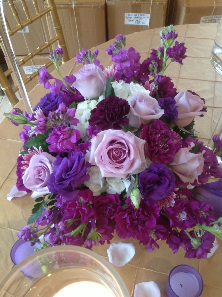 Wedding centerpiece of lavender roses caspia