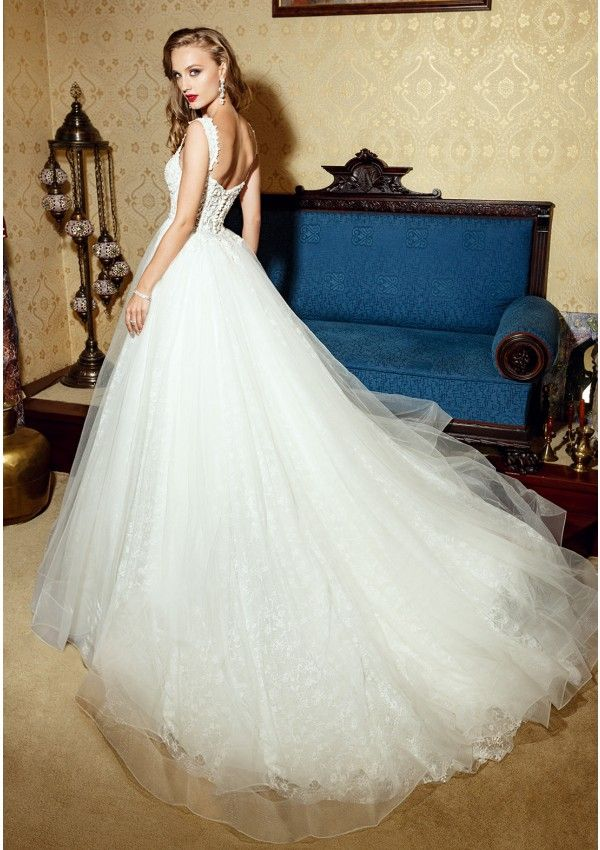 Wedding dress made of lace and tulle, decorated with pearls Princess ...